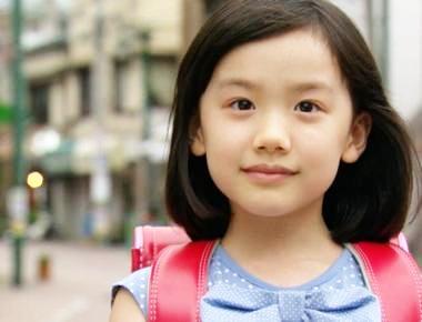 芦田愛菜ちゃんは仕事の関係上なのか、東京の小学校に通学しているようです。ただ本人は、関西圏の出身なので小学校では関西弁で話しをしているとか。